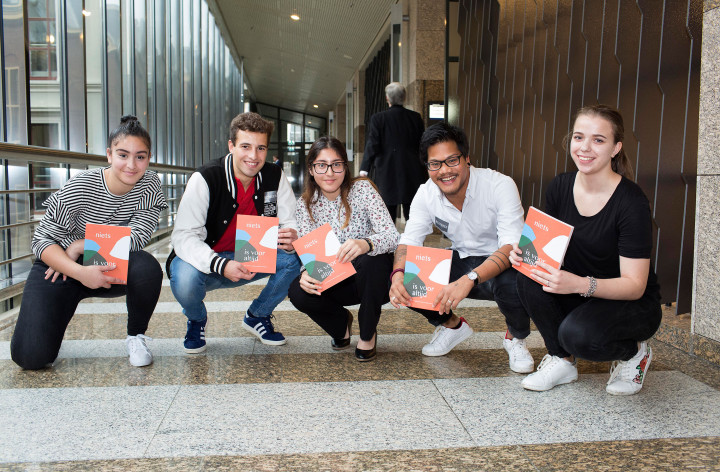 Boek 'Niets is voor altijd' geeft stem aan jongeren in…