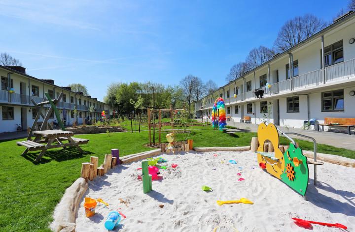 Stichting Het Vergeten Kind bouwt simpele tuin om tot speelparadijs inXONARvrouwenopvang & hulpverlening, Maastricht.